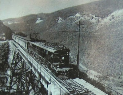 Much of the western portion of the route was electrified in 1916, and electric locomotives ran until 1974, when diesel engines replaced the electric ones. The line was abandoned in 1980 after the railroad went bankrupt.